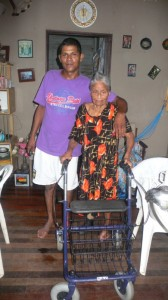 Mw. Narain  met haar zoon Rudi